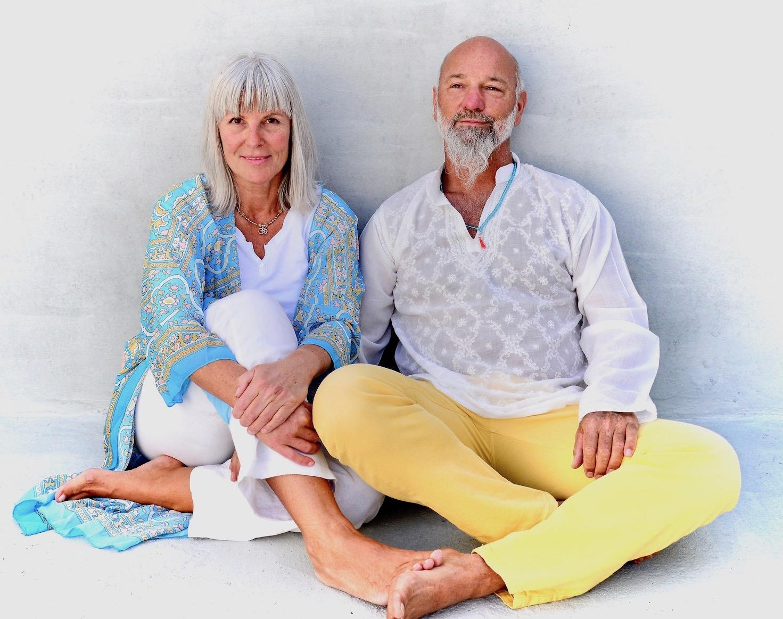 Anne Heintze & Ananda Hummer: Autoren, spirituelle Lehrer, Menschenbegleiter. Bodenständige Spiritualität für mehr Lebensfreude und leichte Hochsensibilität
